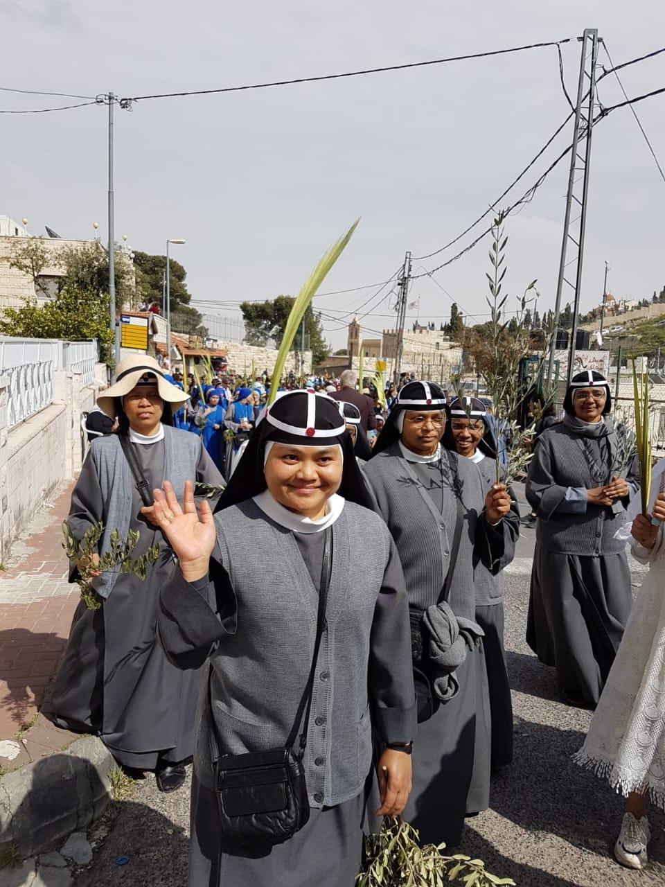 Birgittasøtrene i Jerusalem feirer palmesøndag
