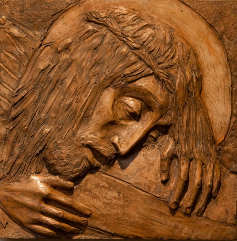 Jesus faller første gang under korset